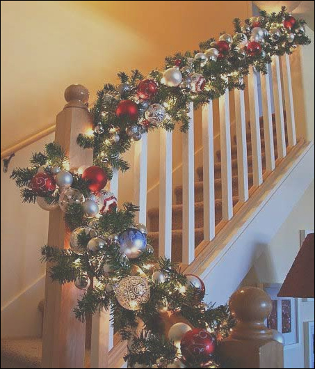 35 irresistible ideas to decorate your stairs in the spirit of christmas
