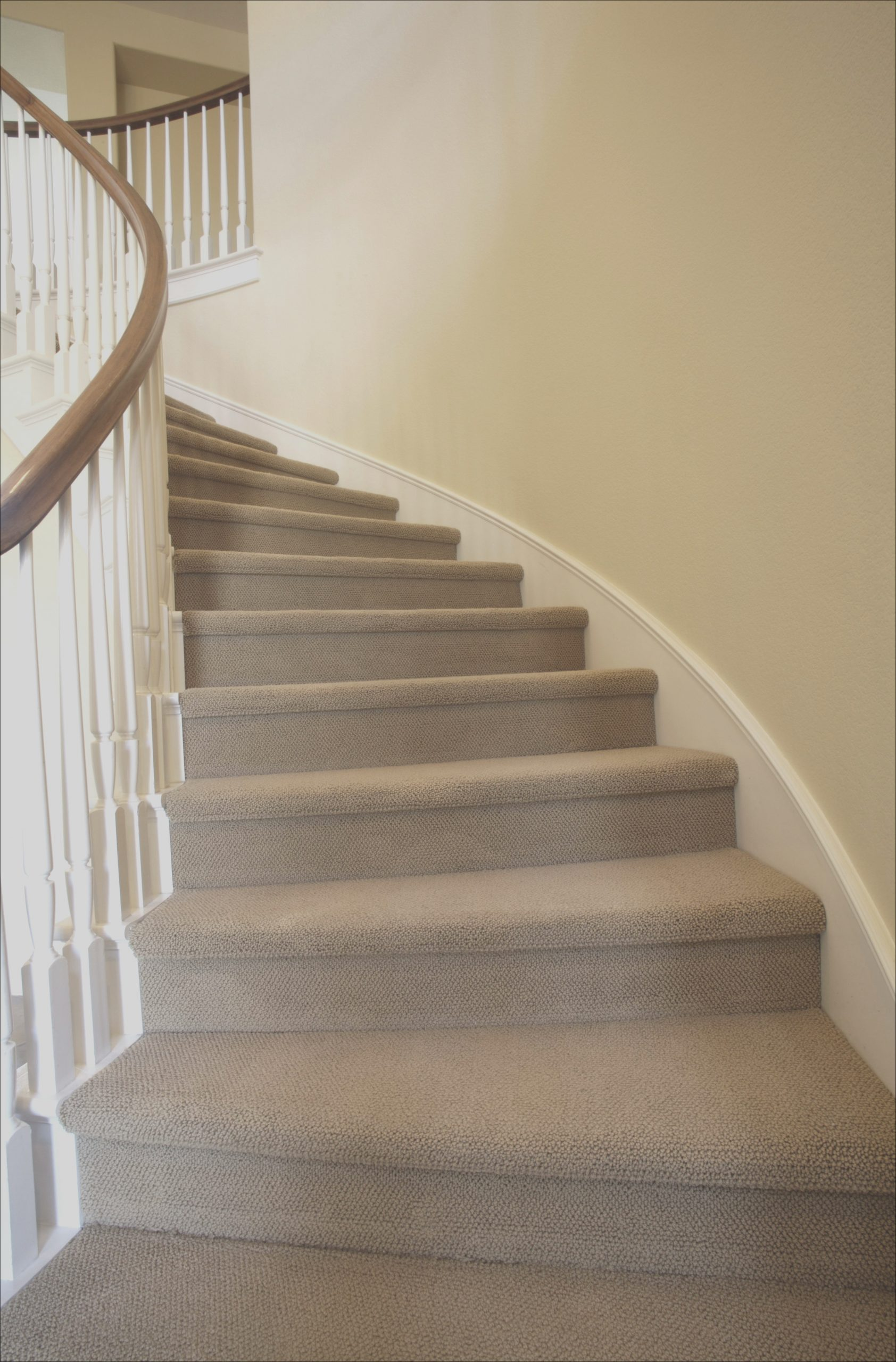 calculating carpet for stairs