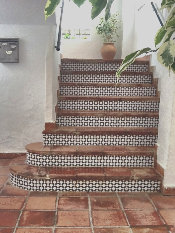 beautiful staircase tiling