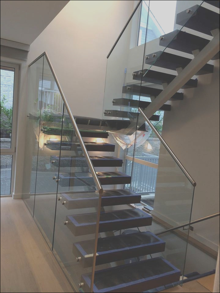 China Staircase Railing Designs with Glass Staircase Glass Railing Stainless Steel Stairs with Solid Wood Step