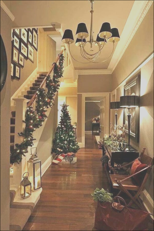 christmas staircase decoration