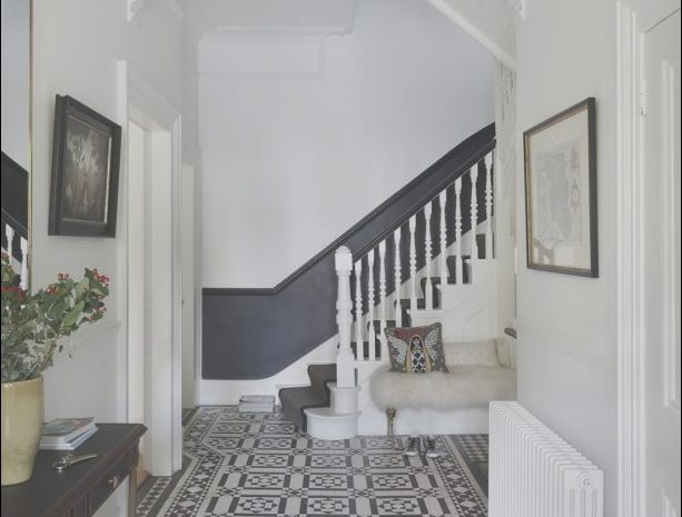 14 Briliant Ideas for Hall and Stairs Decorating Photos
