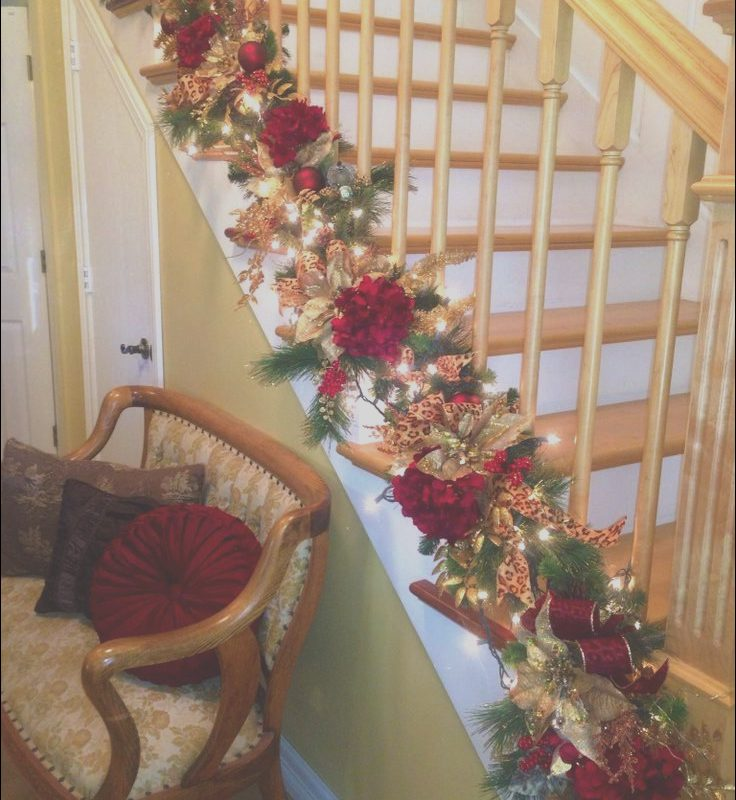 Xmas Decor On Stairs Unique 25 Ideas for Christmas Staircase Decorations
